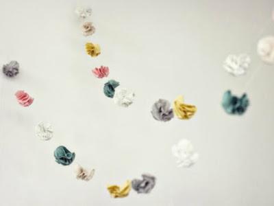guirlandes de fleurs en papier
