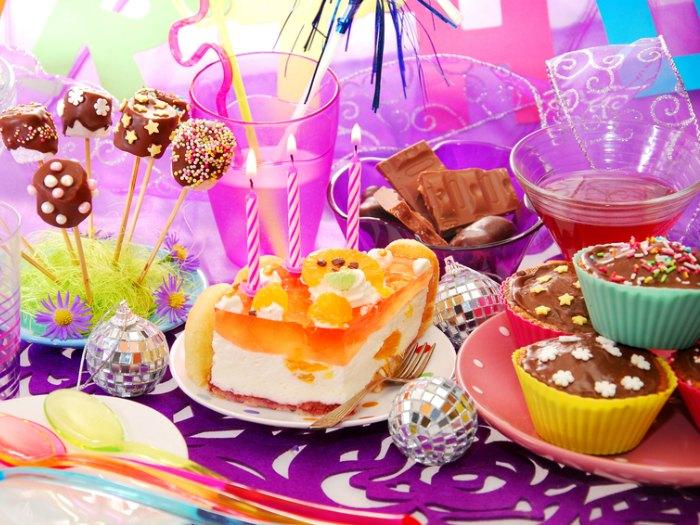 table de décoration de fête pour enfants
