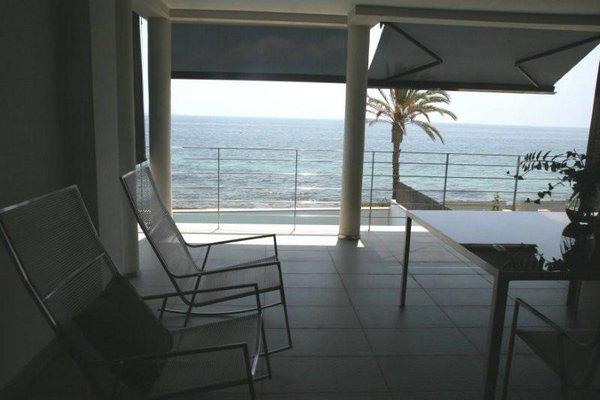 table d'été avec chaises en osier