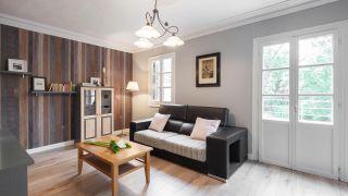 Salon rénové, actuel et élégant
