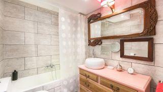 Mettre à jour le décor de la salle de bain avec du carrelage