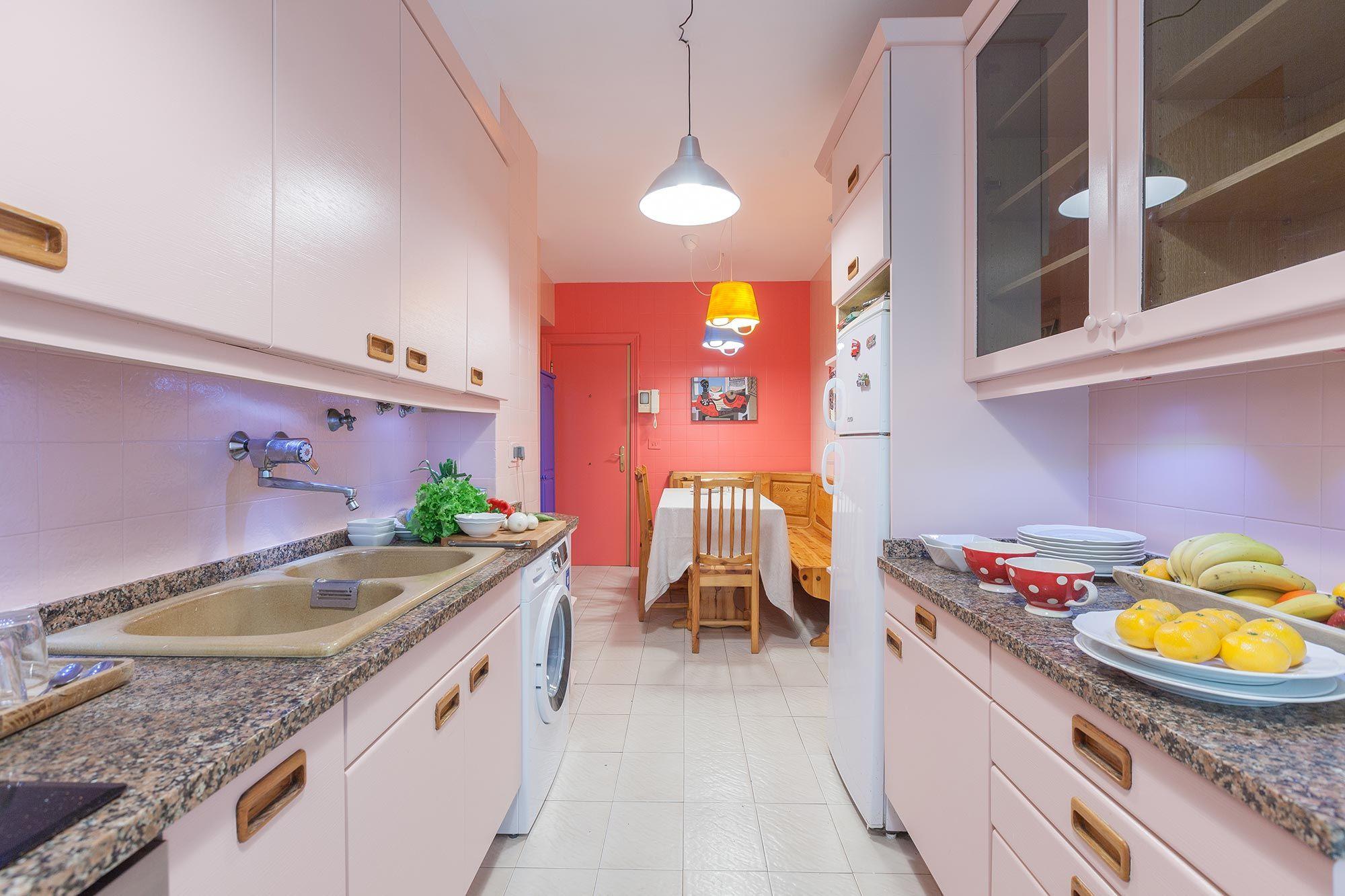 Décoration de cuisine en rose sans travaux