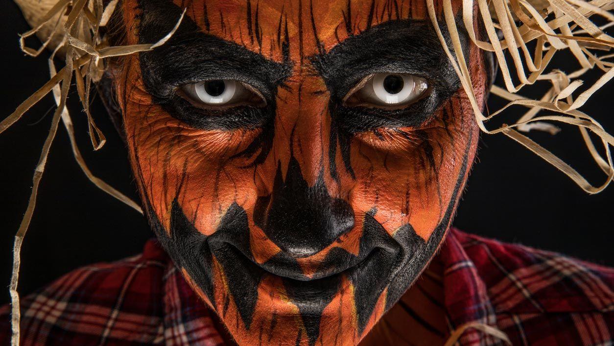 Lentilles de contact blanches pour un maquillage effrayant de citrouille d'Halloween