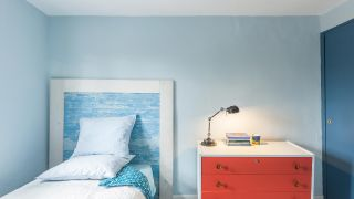 Chambre lumineuse et fraîche en bleu