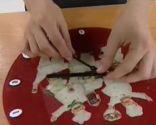 Pendule en cristal décorée selon la technique de découpage