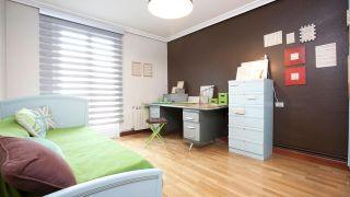 Décorez la chambre avec un coin bureau
