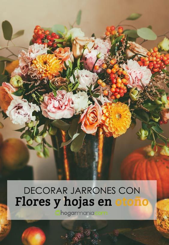 Décorer des vases avec des fleurs et des feuilles à l'automne