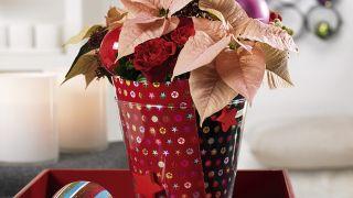 Vase de Noël avec du papier d'emballage recyclé