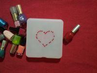 boîte de peinture avec vernis à ongles