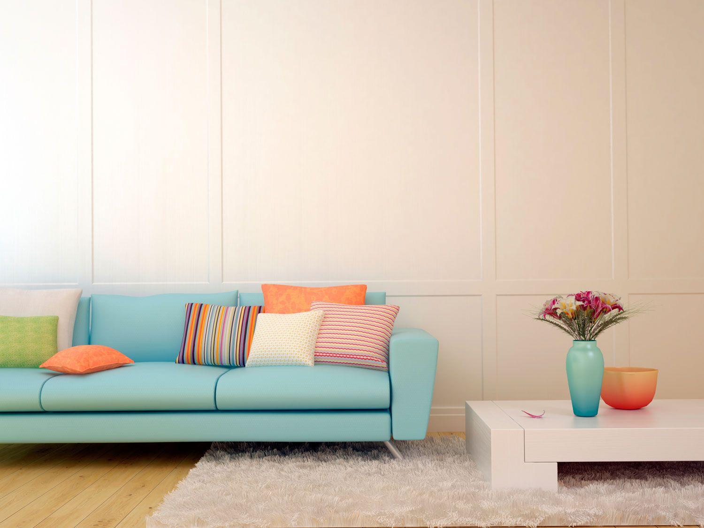 Comment combiner un canapé bleu