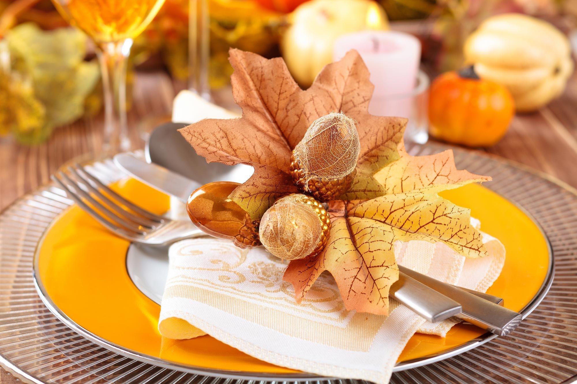 Décoration d'automne pour la table - vaisselle