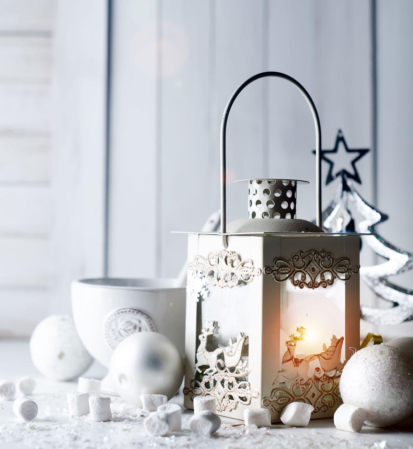 Éclairage de Noël avec des lanternes à bougie