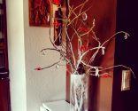 Sapin de Noël recyclé en blanc et rouge