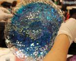 décorer les assiettes avec de la peinture à bulles - étape 4