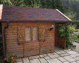 revêtement du toit avec des plaques bitumineuses