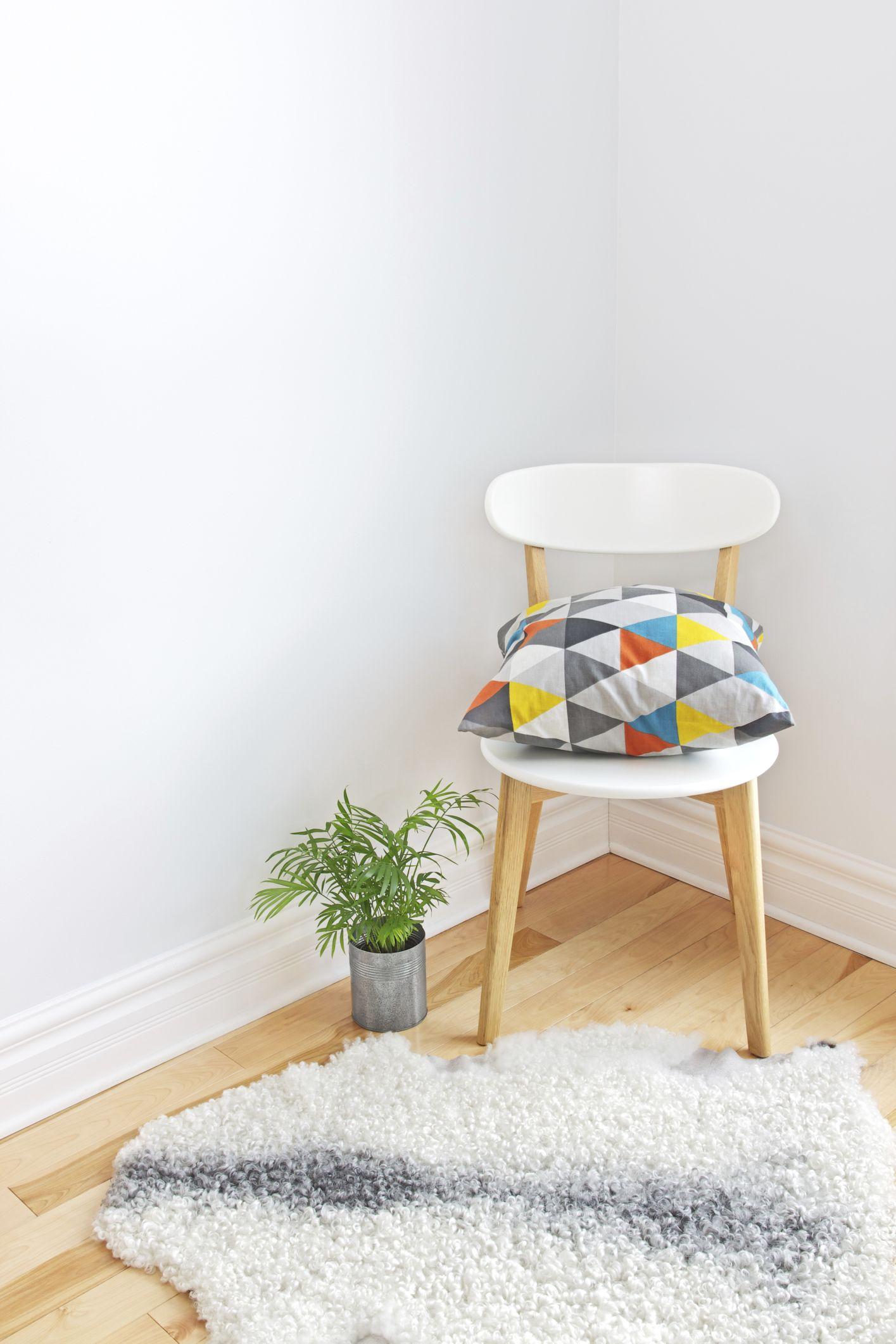 Réutiliser une chaise comme table de chevet