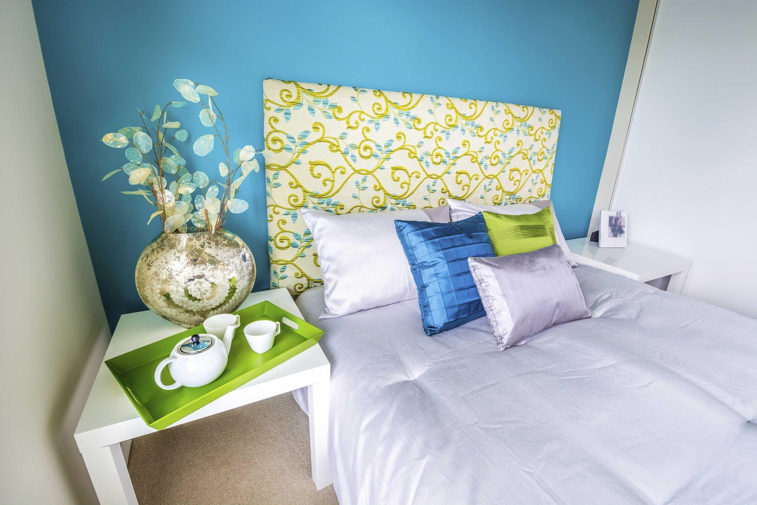 Décoration de lit avant en bleu et vert pistache