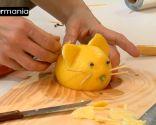 Décoration de fruits: Comment faire une souris avec un citron - Étape 7