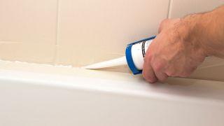 Retirer et changer le silicone dans la baignoire