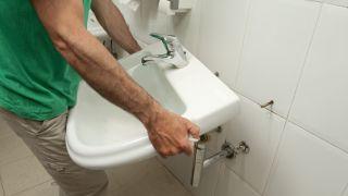 Renforcez la prise de l'évier