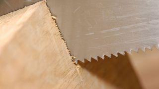 Scie à main en bois