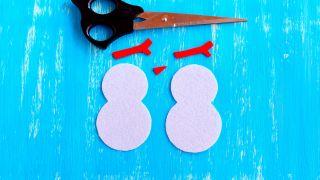Comment faire un bonhomme de neige en feutre pour Noël - Étape 2