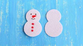 Comment faire un bonhomme de neige en feutre pour Noël - Étape 3