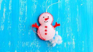 Comment faire un bonhomme de neige en feutre pour Noël - Étape 5