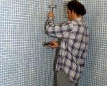 Installer des robinets dans le receveur de douche