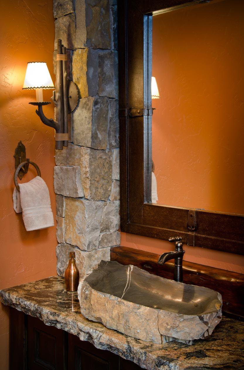 Bois et pierre pour décorer la salle de bain