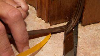 Comment mettre un coupe-froid sur la porte d'entrée