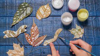 Étape 2: Peignez les feuilles sèches (bricolage pour enfants)