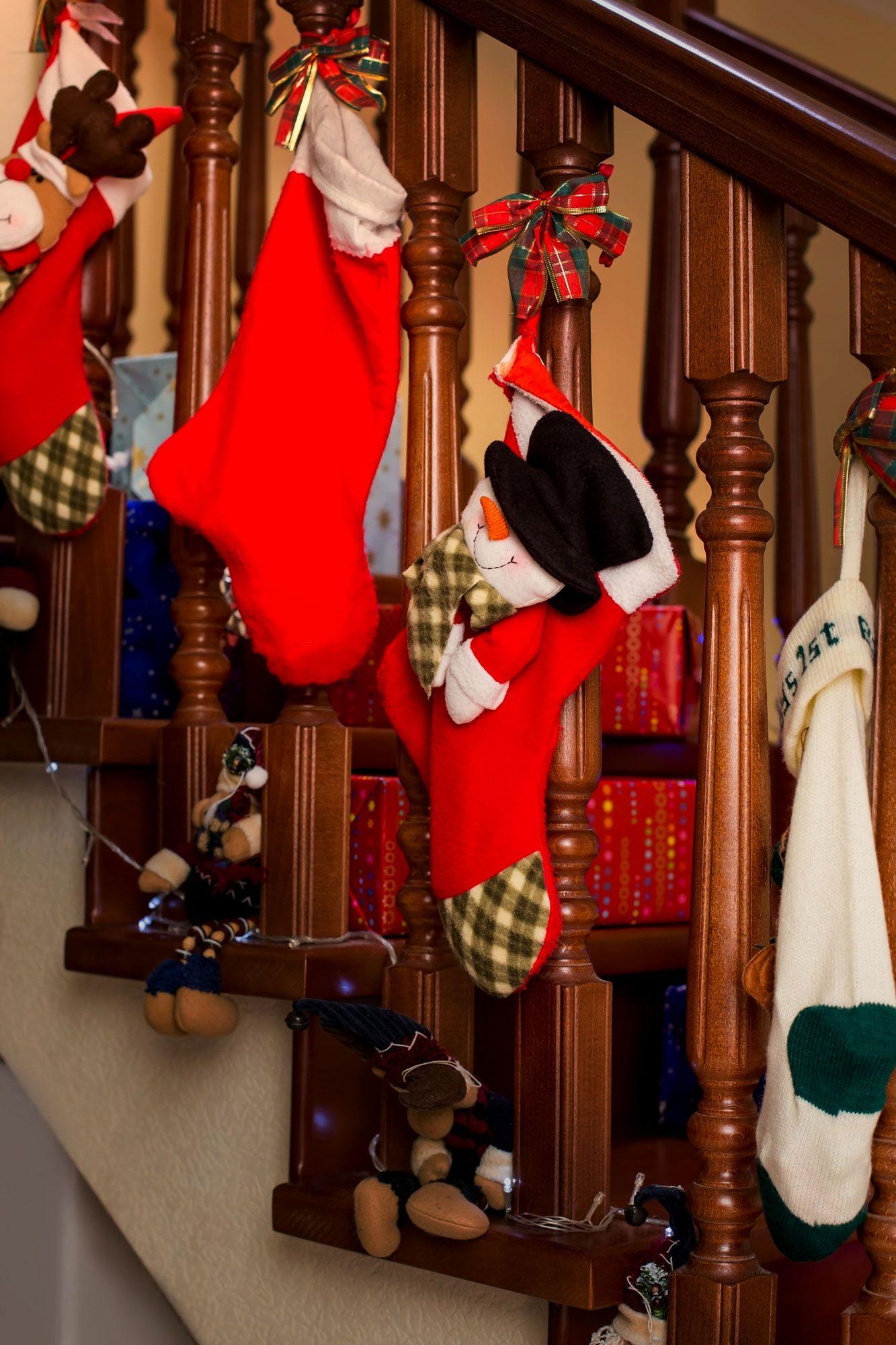 Comment décorer l'escalier intérieur à Noël
