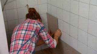 Couvrir le mur de la cuisine avec des carreaux décoratifs Étape 5