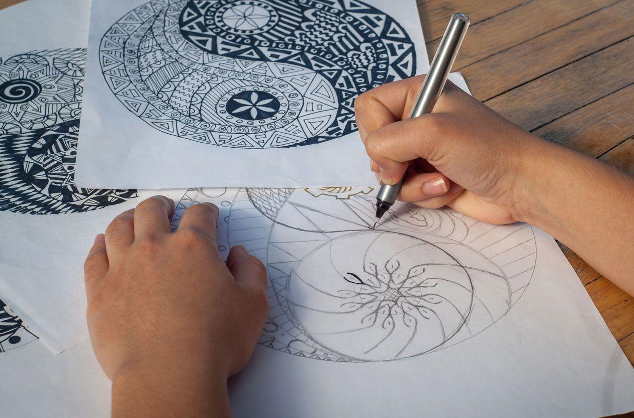 Revoir le mandala avec des stylos fineliner
