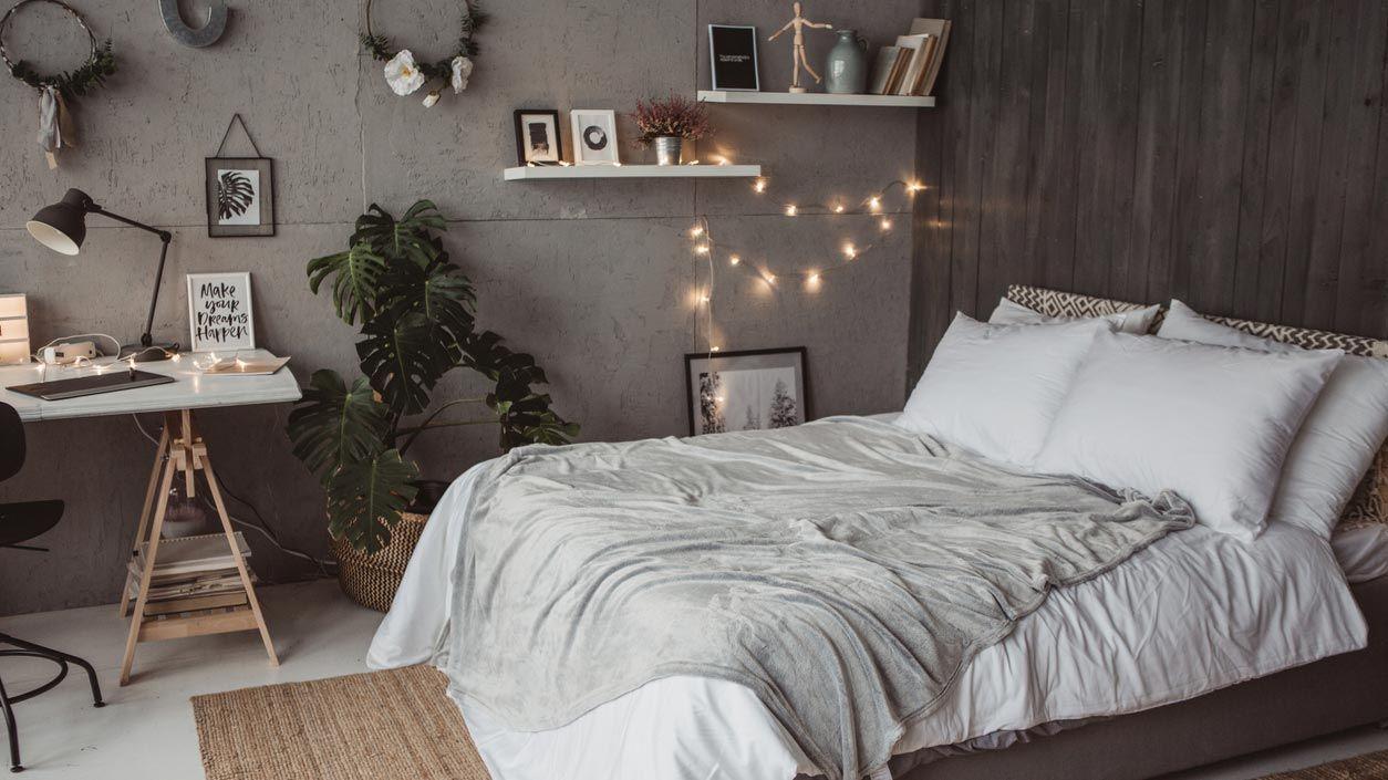 Décorez le mur ou les meubles de votre chambre avec de petites lumières