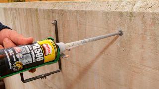 Mise en place de supports pour jardinières