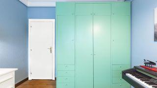 peindre le placard de la chambre vert - après