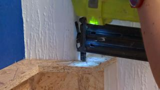 Décorez la chambre des jeunes bleue avec une frise éclairée - étape 8
