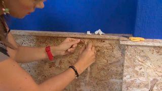 Décorez le mur de la chambre avec une frise OSB éclairée - étape 4