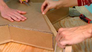 Faire des étoiles de Noël en carton - étape 7