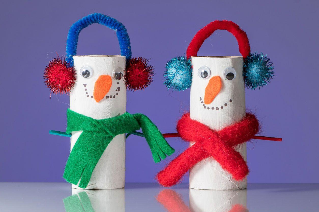 Bonhommes de neige en carton.