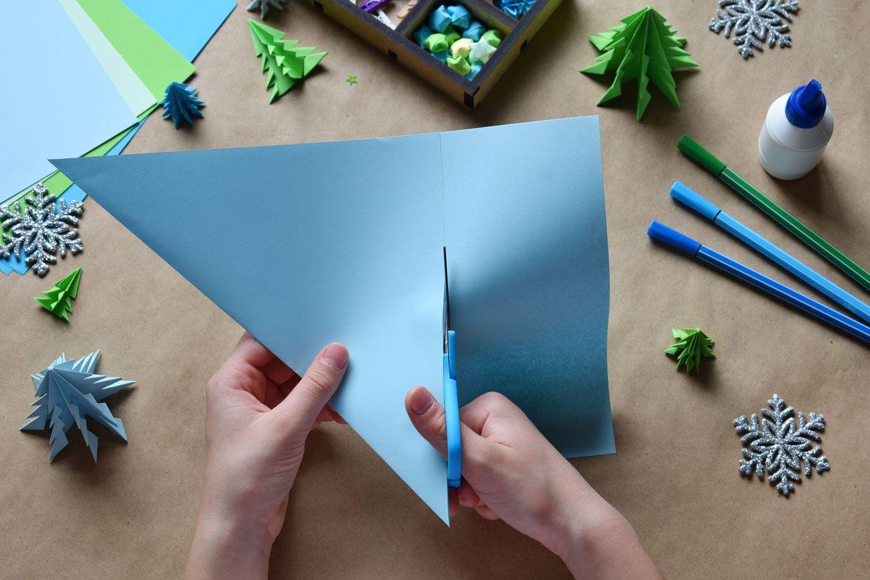 Comment faire une carte postale de Noël combinant origami et lettrage Étape 1