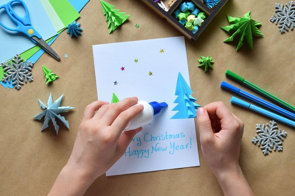 Comment faire une carte postale de Noël combinant origami et lettrage Étape 4