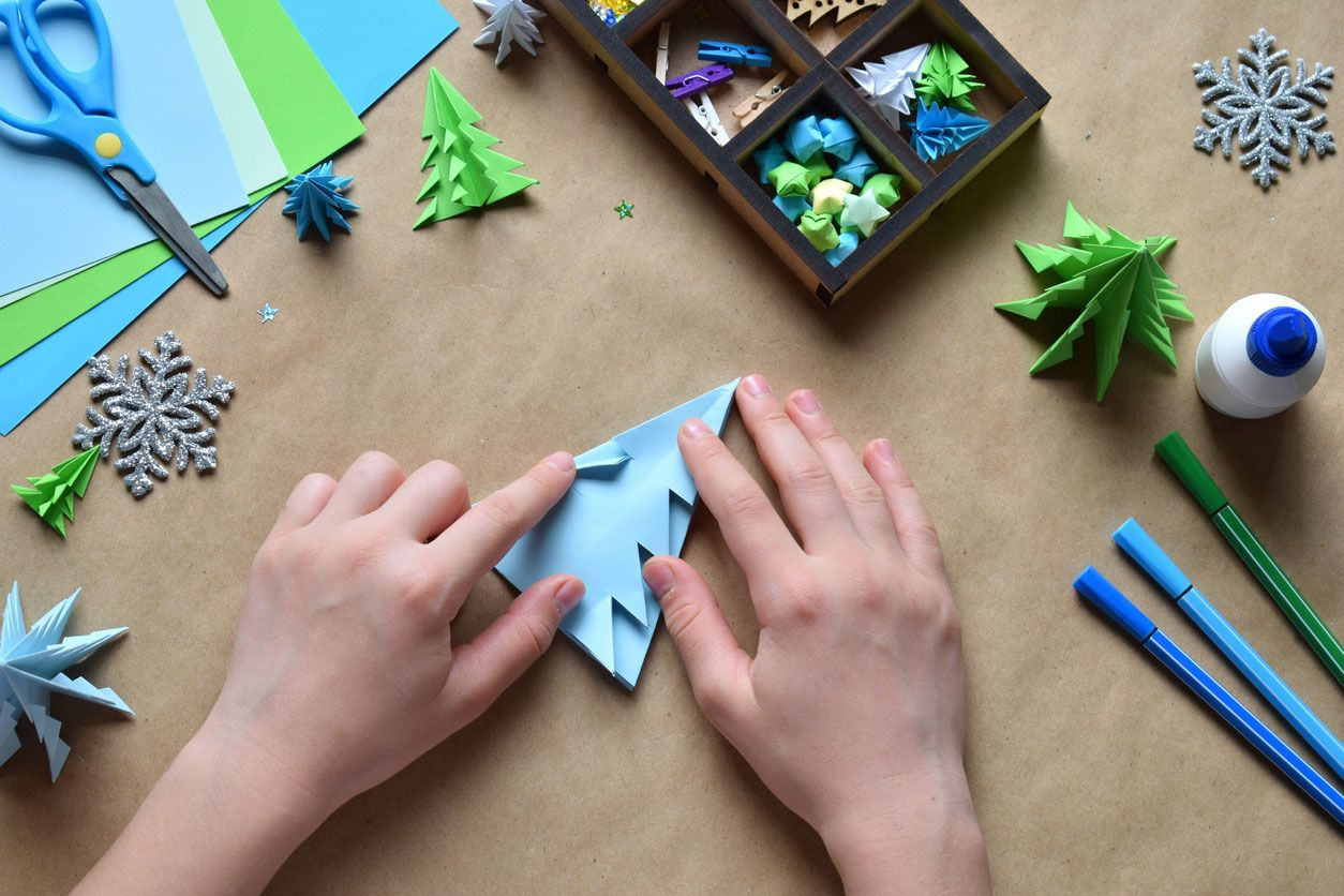 Comment faire une carte postale de Noël combinant origami et lettrage Étape 3