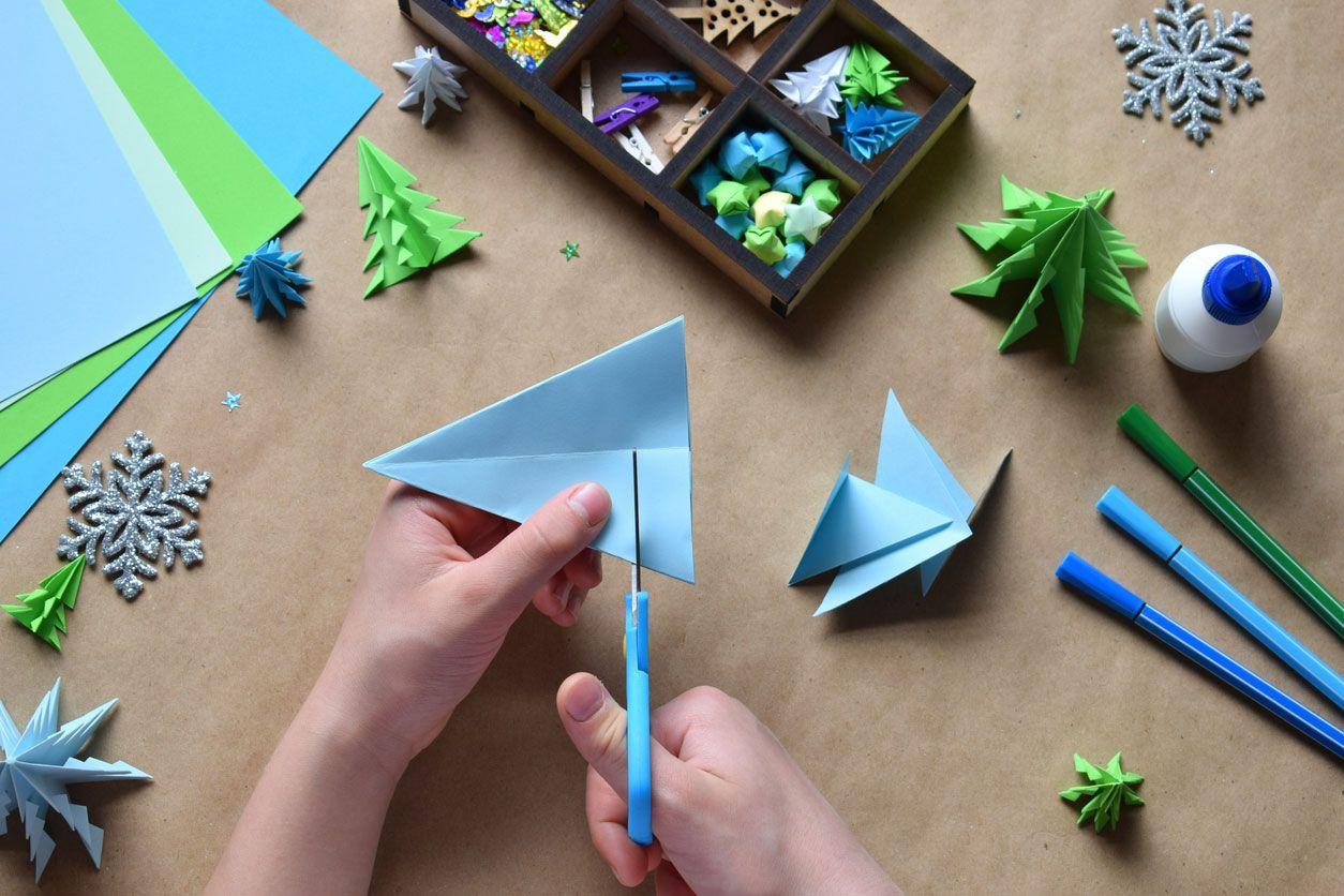 Comment faire une carte postale de Noël combinant origami et lettrage Étape 2