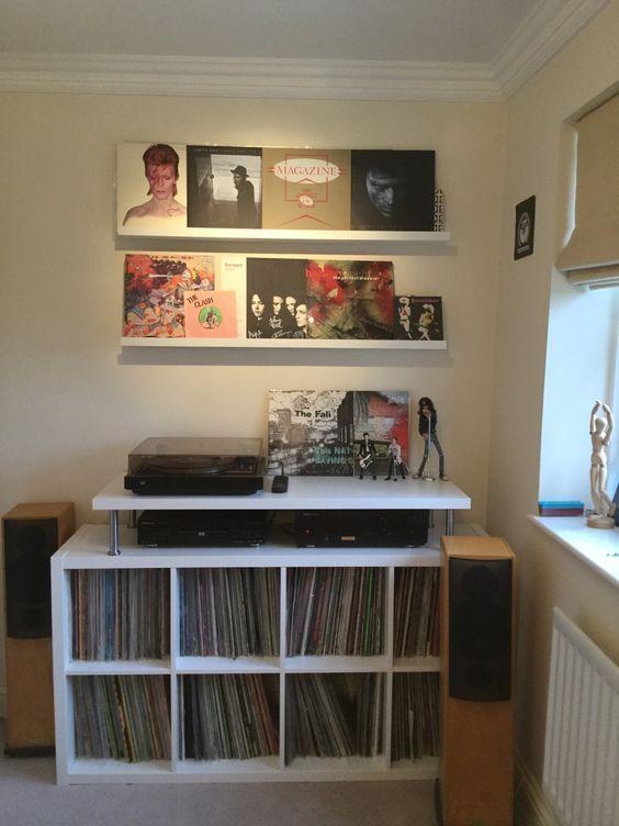 Étagères basses surélevées pour vinyle