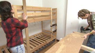 Chambre d'enfants avec lits superposés et toboggan étape 3