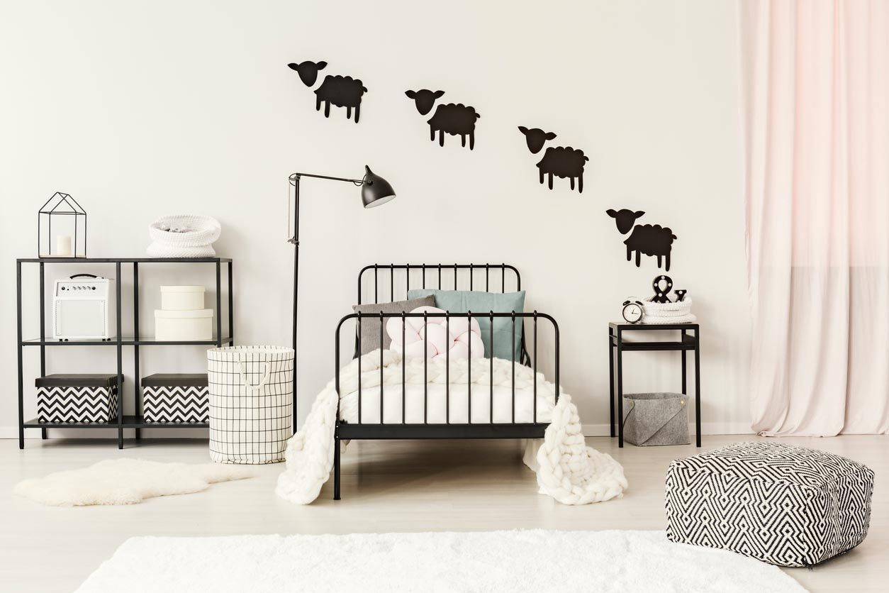 Décorez le mur avec du vinyle décoratif