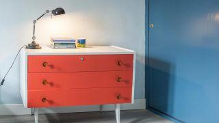Comment peindre une vieille commode, ne jetez pas vos meubles!